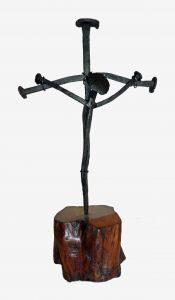 Cristo in croce su base in legno